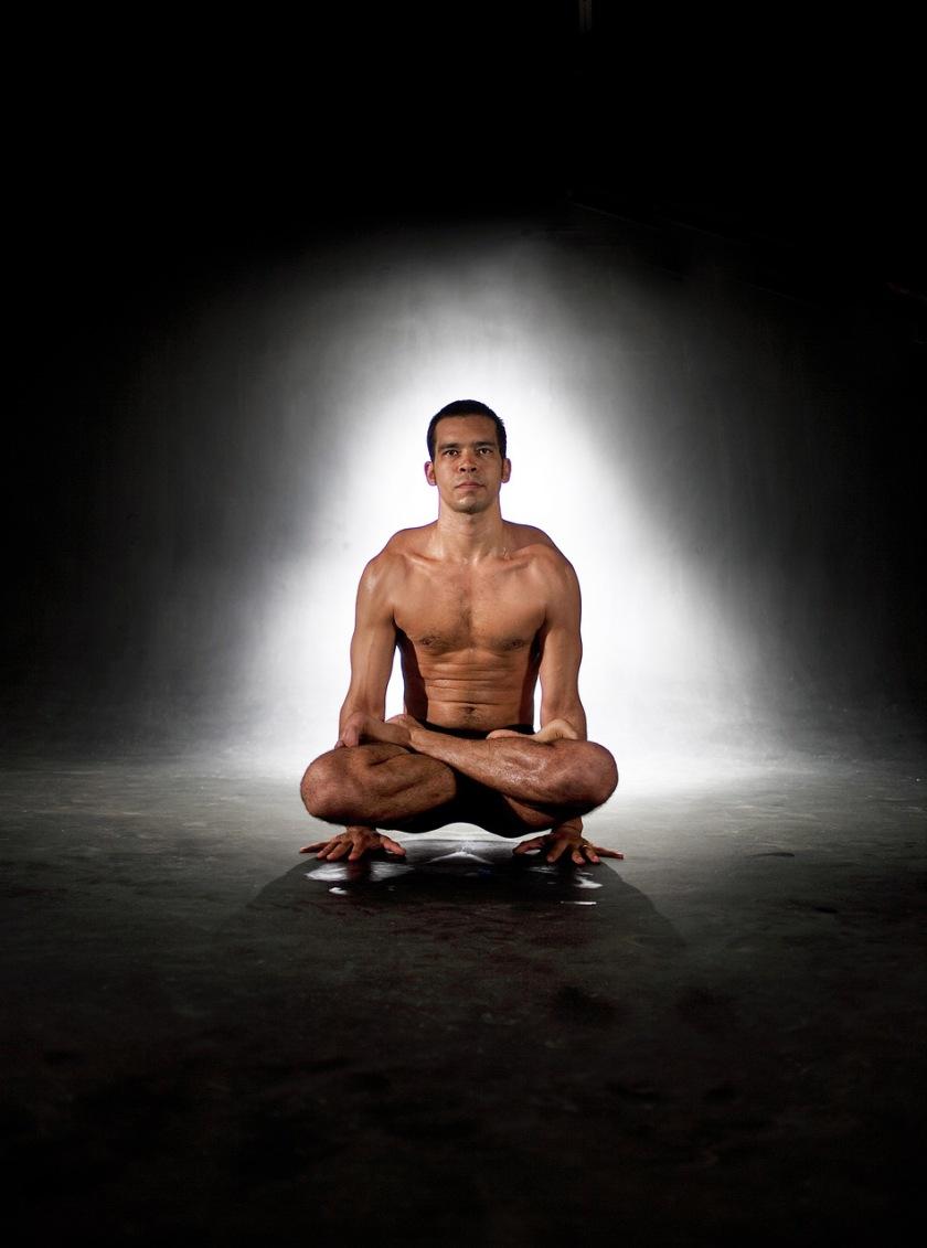 Status - fotos de Pedro professor de Yoga - FOTOS: ROGÉRIO CASSIMIRO